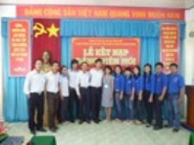 Lễ kết nạp Đảng viên mới cho đoàn viên ưu tú là sinh viên