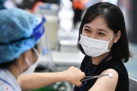 Ngày đầu thực hiện chiến dịch tiêm vaccine Covid-19 lớn nhất ở TP.HCM