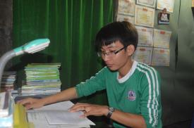 Cậu học trò sửa đồ thuê, kiếm tiền đi học ngày nào giờ đang là SV năm 2 ngành Ngôn ngữ Anh trường Cao đẳng CTIM