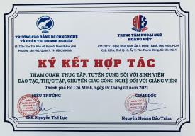 """Trường Cao đẳng BC Công nghệ và Quản trị doanh nghiệp (CTIM) Ký kết hợp tác """"Tham quan, thực tập, tuyển dụng đối với sinh viên - Đào tạo, thực tập, chuyển giao công nghệ đối với giảng viên"""" cùng với Trung tâm ngoại ngữ Hoàng Việt"""